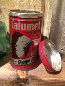 映画シャイニングのカルメットのティン缶